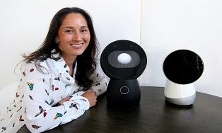 Универсальный робот-помощник Jibo