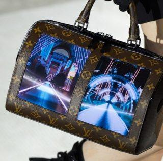 Дамская сумочка со встроенным гибким экраном от Louis Vuitton